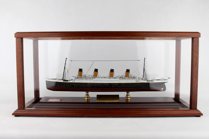 RMS Titanic (1:500) by Executive Series Display Models item number: SCMCS037