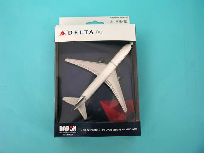 "Delta Airlines Airliner (5""), Realtoy Diecast Toys Item Number RT4994"