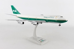 PIA Pakistan International Airlines 747-200 Old Livery AP-AYM (1:200) by Hogan Wings Collectible Airliner Models item number: HG0083G
