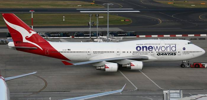 Qantas B747-400ER One World Livery VH-OEF (1:400)